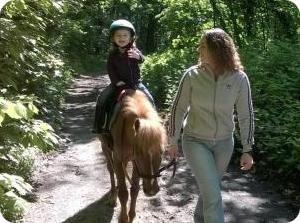 baby poney à partir de 3 ans. Promenade en main accompagnée d'un adulte.